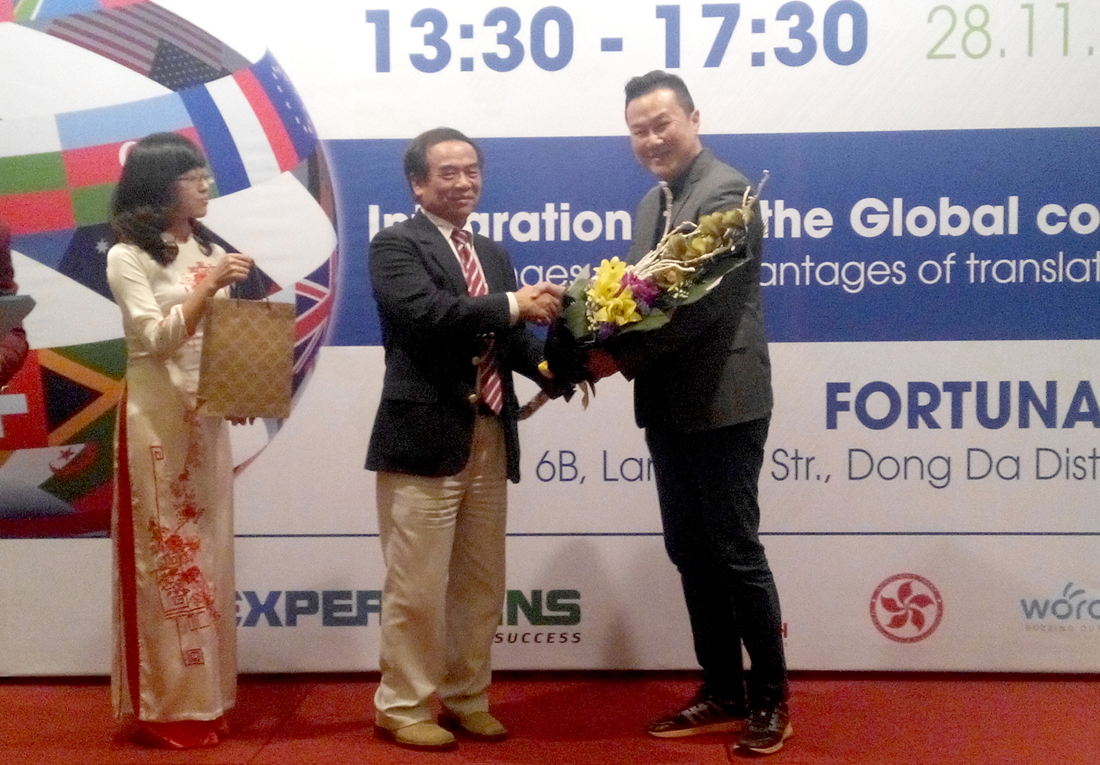 During the VATI Conference 2015 in Hanoi, Vietnam, the CEO of Lingua Technologies International, Mr. Nickson Cheng, was asked to give an impromptu closing speech by the Guest of Honour, former Chief Representative of the Vietnamese delegation to the WTO, Mr. Ngô Quang Xuân.